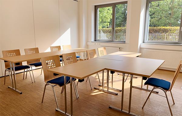 Seminarraum Klassik – Idealer Besprechungs- und Seminarraum für kleinere Gruppen, Locinar.plus Seminarräume in Osnabrück